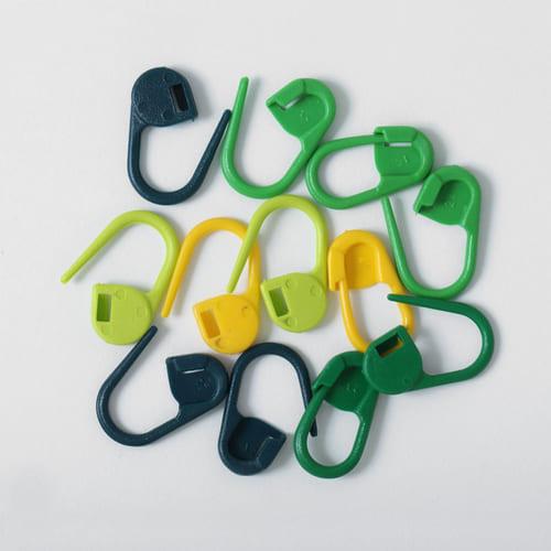 Knitpro Mio: Set di 30 marcapunti a lucchetto in quattro differenti colori - Amici di Maglia