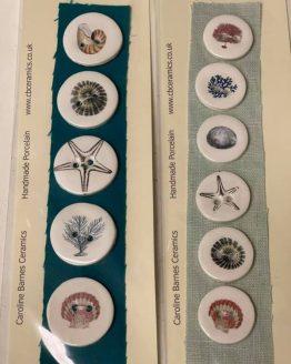 CB Ceramics Seashore: set di bottoni in ceramica dipinti a mano - Amici di Maglia