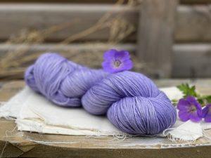 Eden Cottage Yarns Oakworth 4 ply blue geranium: filato hand dyed in pura lana Polwarth - Amici di Maglia
