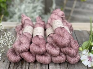 Eden Cottage Yarns Oakworth 4 ply briar rose: filato hand dyed in pura lana Polwarth - Amici di Maglia