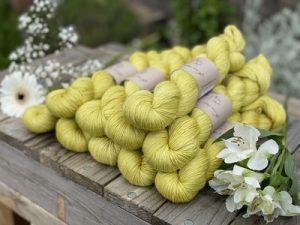 Eden Cottage Yarns Oakworth 4 ply calamondin: filato hand dyed in pura lana Polwarth - Amici di Maglia
