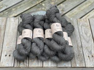 Eden Cottage Yarns Oakworth 4 ply charcoal: filato hand dyed in pura lana Polwarth - Amici di Maglia