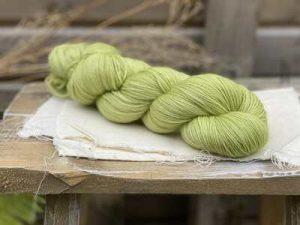 Eden Cottage Yarns Oakworth 4 ply fresh leaves: filato hand dyed in pura lana Polwarth - Amici di Maglia