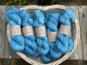 Eden Cottage Yarns Oakworth 4 ply harbour: filato hand dyed in pura lana Polwarth - Amici di Maglia