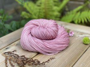 Eden Cottage Yarns Oakworth 4 ply hydrangea: filato hand dyed in pura lana Polwarth - Amici di Maglia