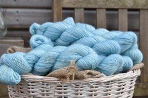 Eden Cottage Yarns Oakworth 4 ply lagoon: filato hand dyed in pura lana Polwarth - Amici di Maglia