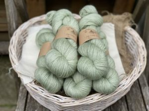 Eden Cottage Yarns Oakworth 4 ply misty woods: filato hand dyed in pura lana Polwarth - Amici di Maglia