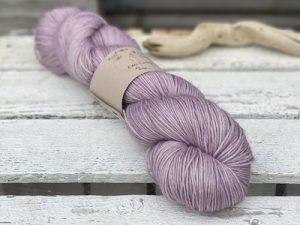 Eden Cottage Yarns Oakworth 4 ply storm: filato hand dyed in pura lana Polwarth - Amici di Maglia