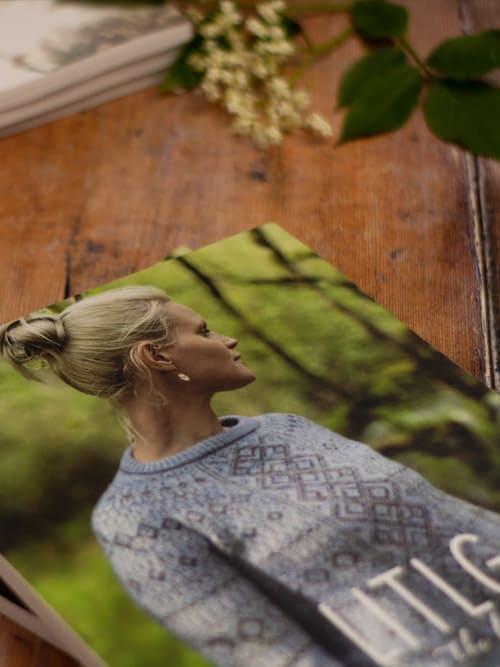 LITLG Issue 4 Between Earth and Sky copertina: rivista contenente modelli di maglia realizzati con i preziosi filati LITLG – Amici di Maglia