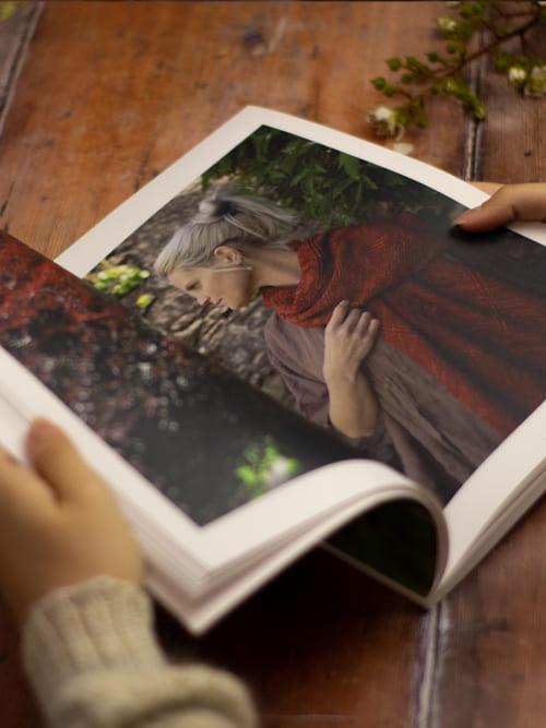 LITLG Issue 4 Between Earth and Sky interno 1: rivista contenente modelli di maglia realizzati con i preziosi filati LITLG – Amici di Maglia