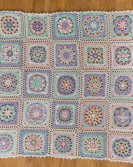 Katia Nana CAL kit per copertina all'uncinetto per neonati - copertina finita: il kit contiene 14 gomitoli del filato Katia Cotton Merino Fine e la brochure informativa - Amici di Maglia
